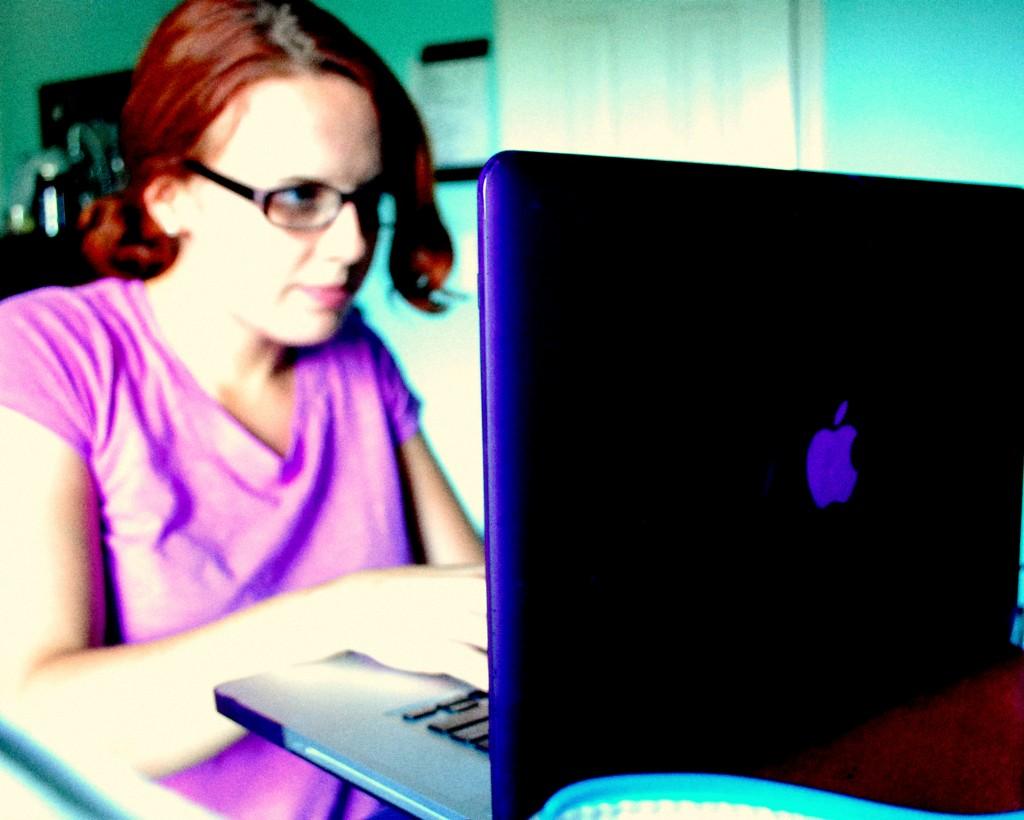 creative ways to make money while pursuing dream job