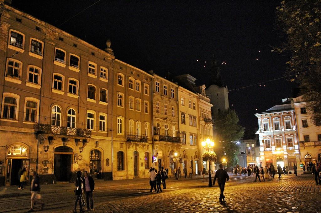 Lviv-at-night_Snapseed